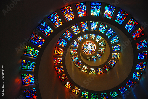 Valokuvatapetti Spiral Stained glass at the Thanksgiving Chapel, Dallas