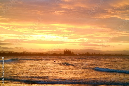 Obraz na plátně Sunset in The Pass at Byron Bay NSW, Australia