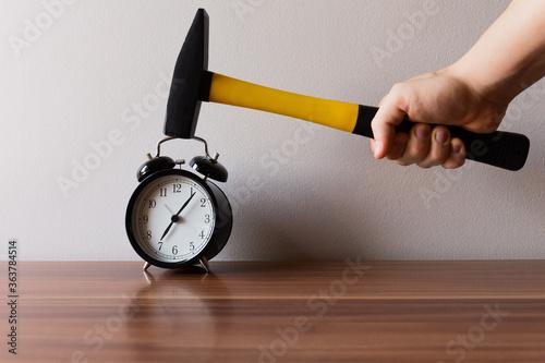 Canvastavla Cropped Hand Of Man Hammering Alarm Clock On Table