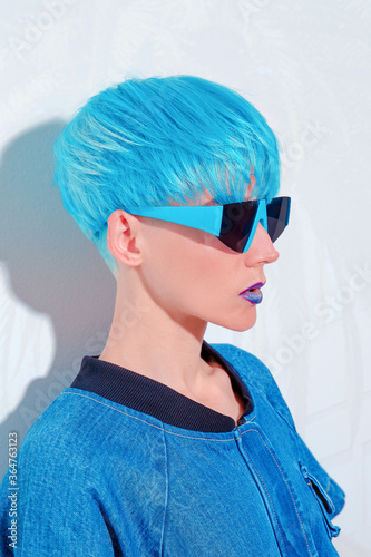 Fotomural Fashion Model with blue short hair. Trendy colours hair style