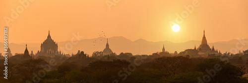 Foto Panorama of temples silhouettes in Bagan at sunset, Burma, Myanmar