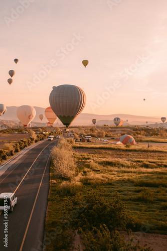 Foto Hot air balloon rides in Cappadocia at sunrise