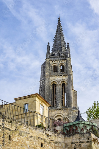 Photographie XII century Monolithic Church (Eglise Monolithe) with 68-meter bell tower in the center of town Saint Emilion