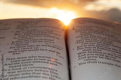 Stampa su Tela Holy Bible open at sunset with highlight on Malachi 4:2