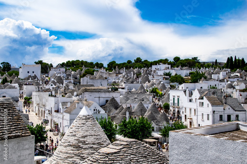 Fotografia South of the Italy, alberobello with blue sky and the trulli in background