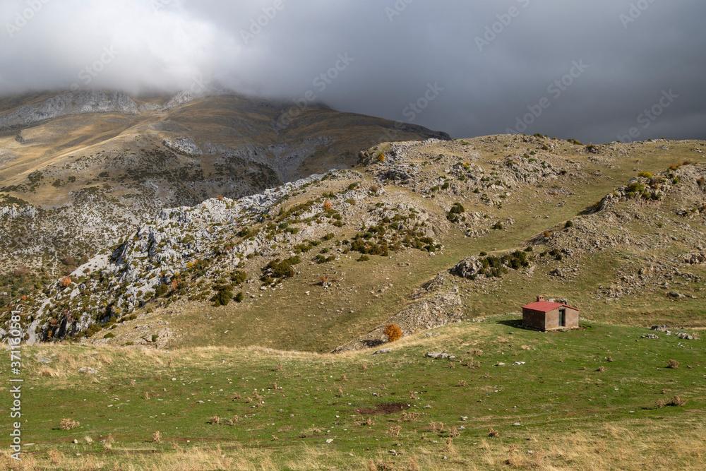 Obraz Refuge of DiosTe Salve, Plan d, Anitz, path GR11, western valleys, Pyrenean mountain range, province of Huesca, Aragon, Spain, europe fototapeta, plakat