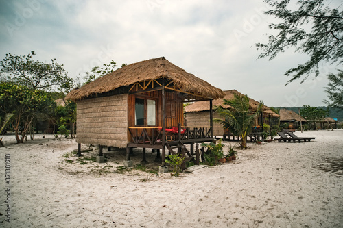 Fotografie, Tablou cheap budget accommodation on the beach, bamboo huts