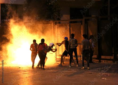 Fototapeta premium Rewolucja, protesty i konfrontacje w Bejrucie w Libanie po wybuchu 4 sierpnia 2020 r.