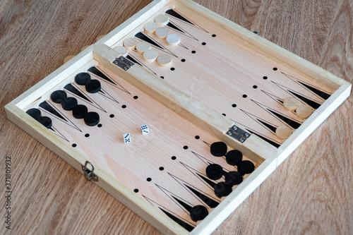 Murais de parede Backgammon Board Game. Wooden backgammon board