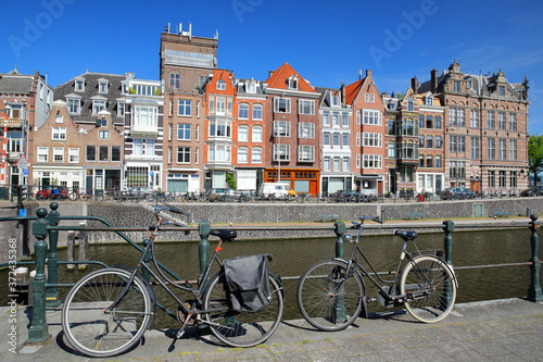 Fototapeta Kadijksplein, with crooked heritage buildings and bicycles in the foreground, lo