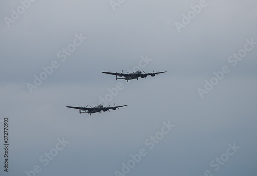 Fotografia The last two remaining airworthy Avro Lancasters heavy bombers performing a duet