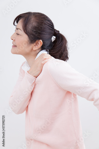 Canvas 肩凝りのミドル女性