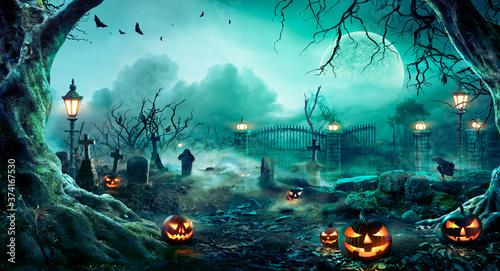 Fotografiet Jack O' Lanterns In Graveyard In The Spooky Night - Halloween Backdrop
