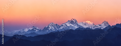 Fotografia Panoramic view of the snowy mountains famous Annapurna Nature Reserve, Nepal