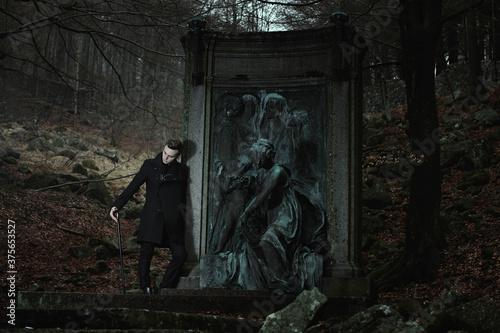 Canvas Print Aristocratic vampire and graveyard statue