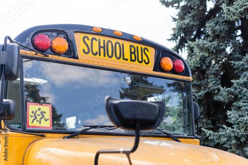 Fényképezés The school bus is yellow. Back to school concept.