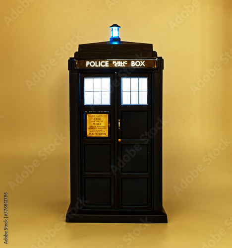 Canvas Print Illuminated Police call box. Tardis from Doctor Who