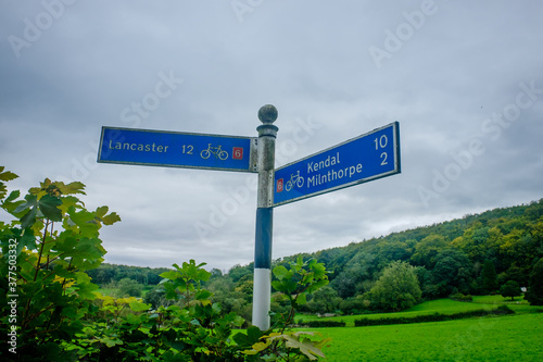 Cycle directional sign at Beetham to Lancaster and Kendal Fototapet