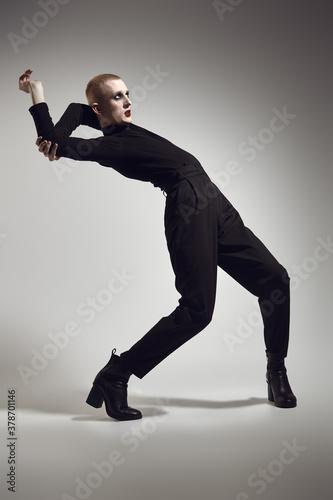 Fototapeta contemporary male dancer