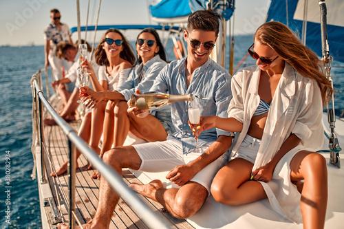 Stampa su Tela Friends on yacht