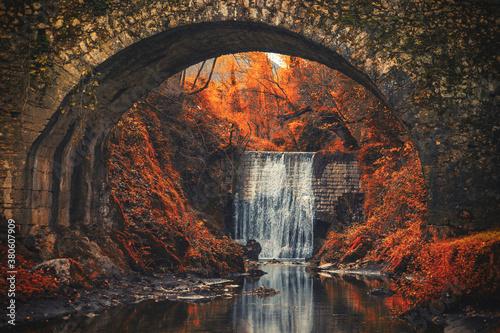 cascata d'autunno Fototapet
