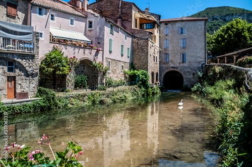 Canvastavla Creissels, village médiéval au pied des falaises du causse du Larzac en Aveyron