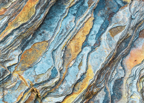 Photo Rock layers - a colorful formations of rocks stacked over the hundreds of years