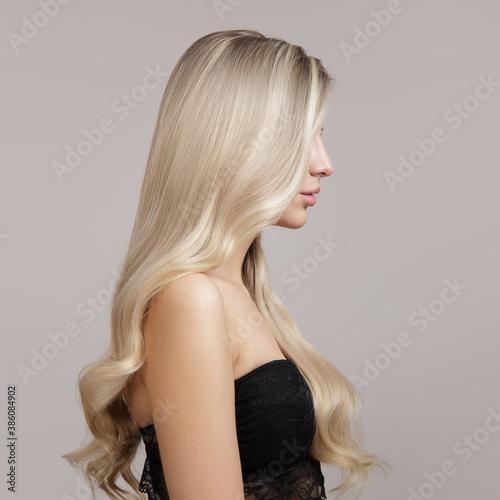 Tela wavy blonde hair side view in profile. Copycpase