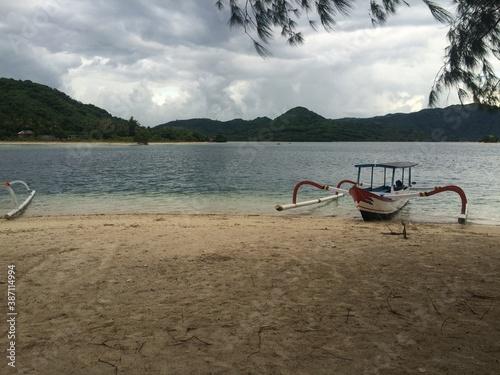 Fototapeta my sampan at island