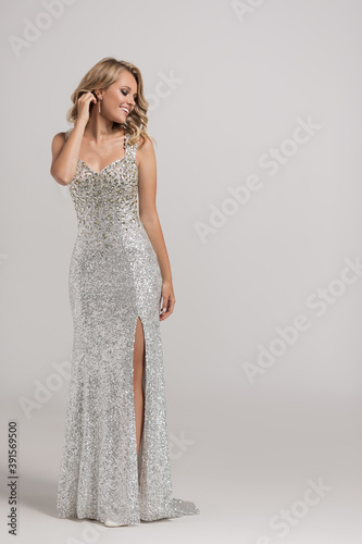 Canvastavla Attractive girl in a shiny evening dress made of diamonds.