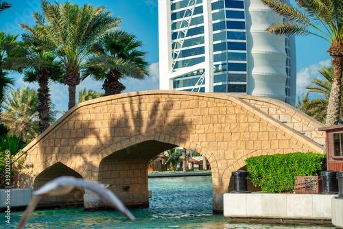Fotografia DUBAI, UAE - DECEMBER 11, 2016: Burj Al Arab from Madinat Jumeirah
