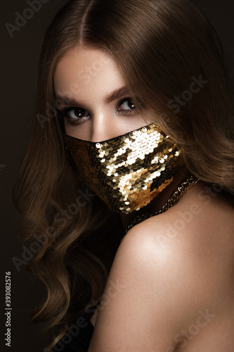 Carta da parati Portrait of a beautiful woman in a gold mask with sequins and classic makeup