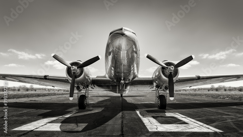 Photographie historical aircraft on a runway