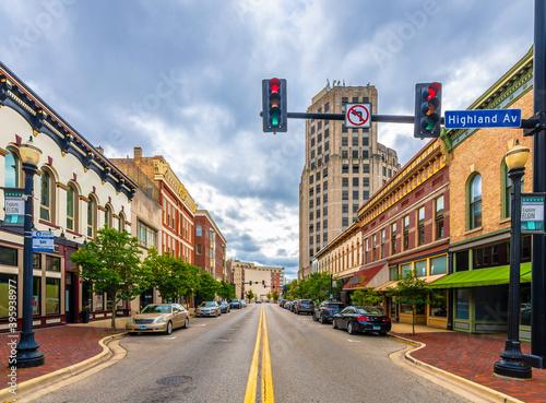 Fototapeta Elgin Town street view in Elgin Town of Illinois.