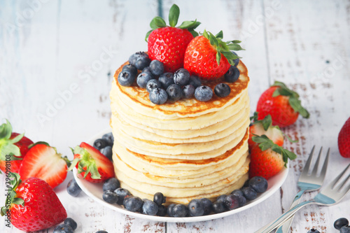 Obraz na plátně A stack if home-made pancakes with berry