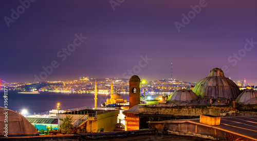 Fotografiet Panoramic view of Istanbul city and Bosphorus at night time from Suleymaniye district