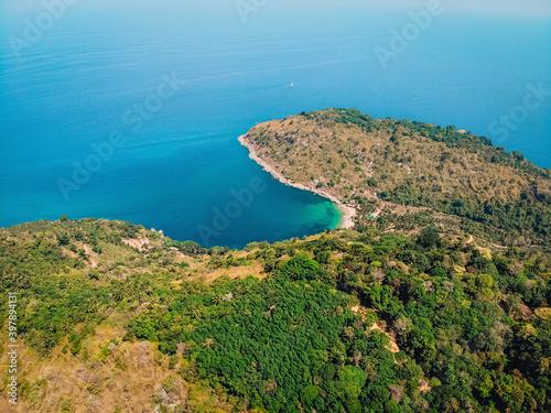 Carta da parati Beach, waves and uninhabited island from top view