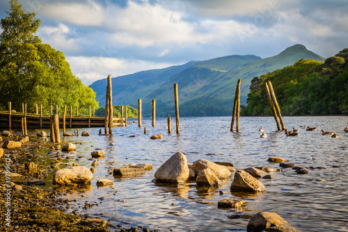 Fotografiet On the shore of Derwent water in Keswick,  Lake district,  Cumbria,  United King