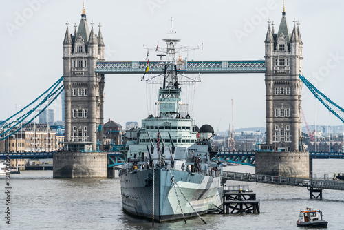 Canvas-taulu HMS Belfast cruiser built for the Royal Navy now permanently moored as a museum ship on the River Thames in London and is operated by the Imperial War Museum: LONDON,UK - 27