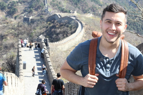 Fototapeta Excited tourist visiting the great wall of China