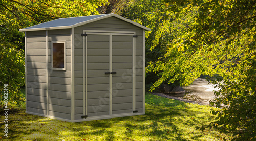 Fotografía Gardening tools storage shed in the house backyard on green trees background