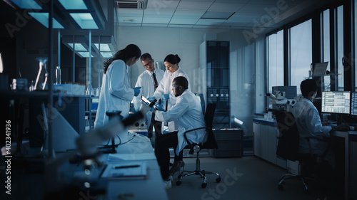 Obraz na płótnie Medical Science Laboratory with Diverse Multi-Ethnic Team of Microbiology Scientists Have Meeting on Developing Drugs, Medicine, Doing Biotechnology Research