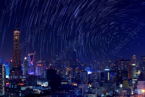 Photo Illuminated Modern Buildings In City At Night