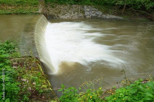 Obraz na płótnie Weir on the river