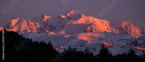 Photo Scenic View Of Snowcapped Mountains Against Sky At Sunset