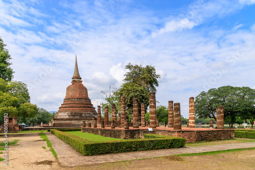 Canvas Print Pagoda and ruined chapel monastery complex at Wat Chana Songkhram temple, Sukhot