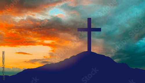 Foto crucifixion, religion and christianity concept - silhouette of cross on calvary