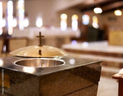 Billede på lærred Church Baptismal With Open Cover