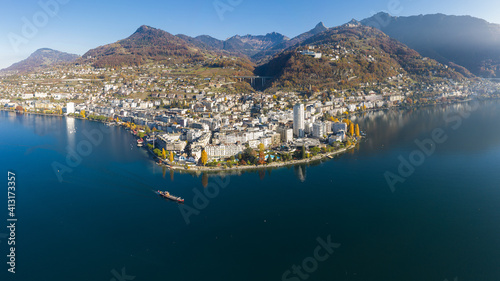 Photo Aerial View Of Lake And Buildings In City