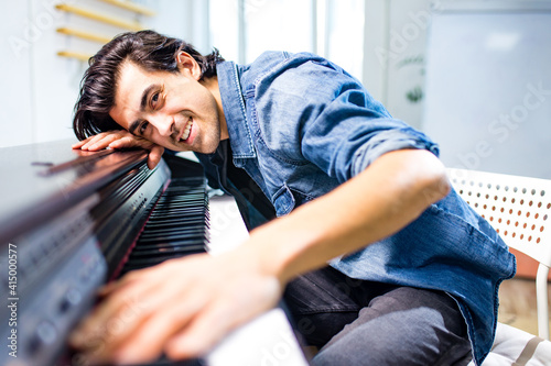 Fotografie, Obraz indian or italian handsome man Pianist plays the piano